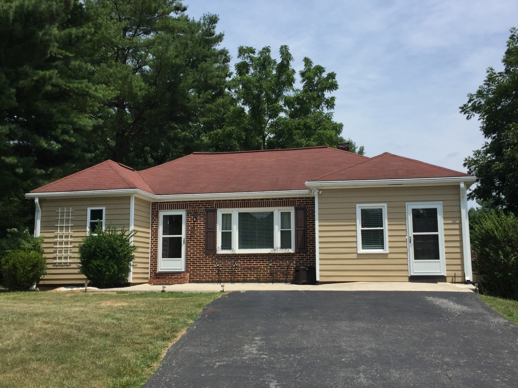5493 S Lee, Natural Bridge, VA 24578