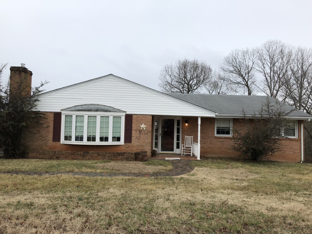 117 Linden Cir, Buena Vista, VA 24416 MLS #132685  Beautiful 3 bedroom 1 bath home. Kitchen and bathroom recently updated. This property also offers beautiful views! Off street parking. Would make a great home for a small family or great investment property!