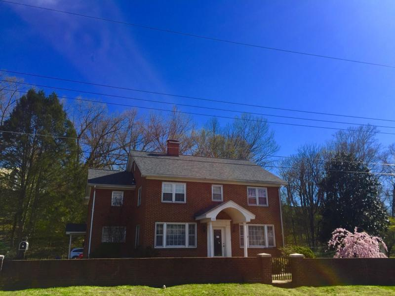 118 W 28th St, Buena Vista, VA 24416